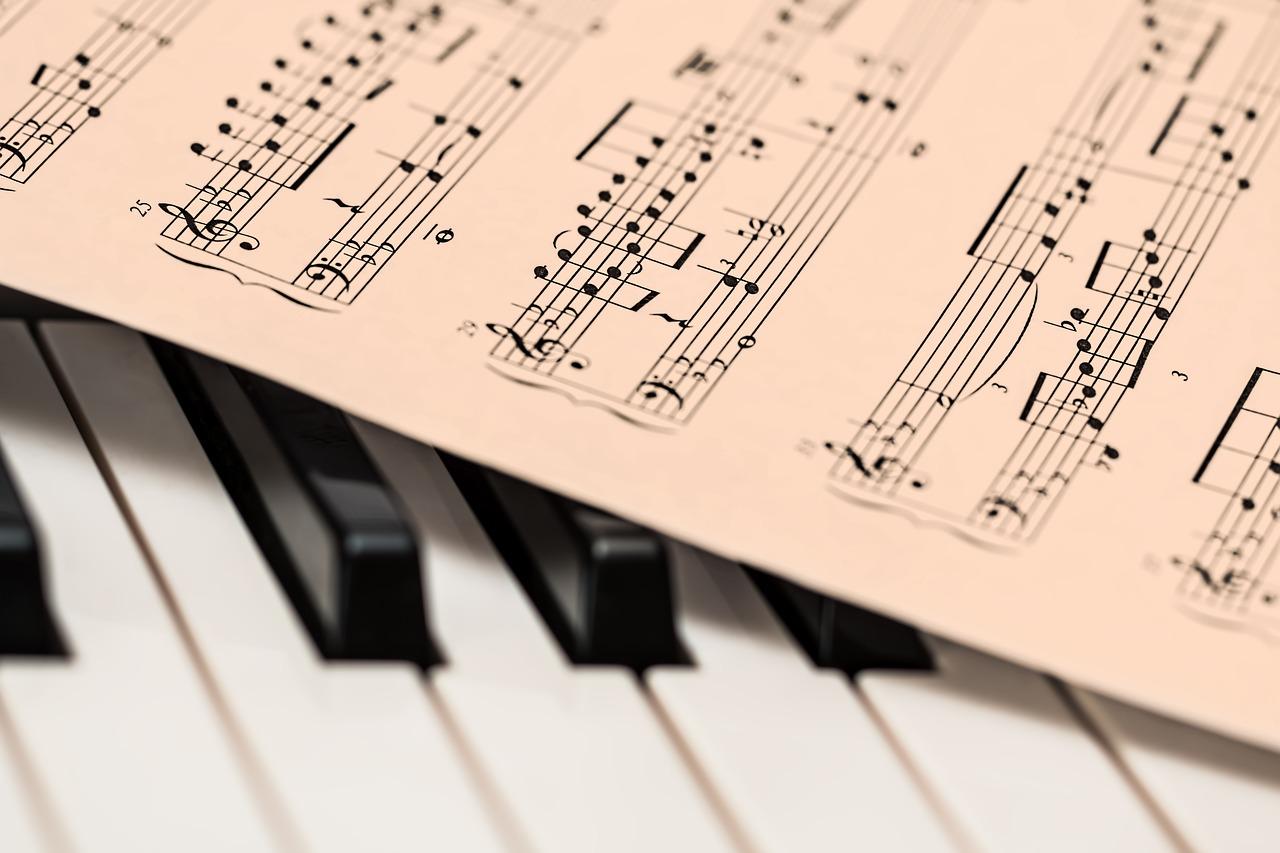 はじめてピアノを弾く時、どんな教材を選べばいいの?